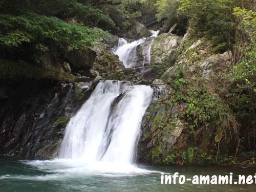 宇検村 アランガチの滝の風景